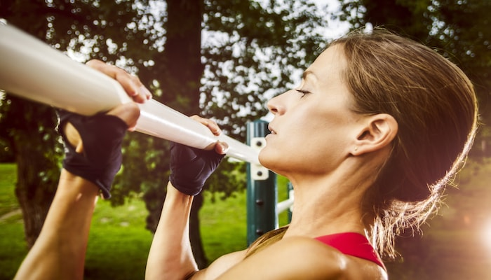 Woman doing underarm chin ups | DNAfit Blog