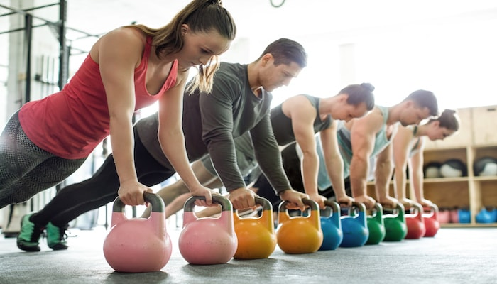 Team exercising at the gym | DNAfit Blog