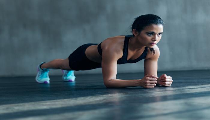 Woman planking | DNAfit Blog