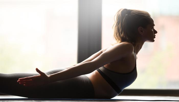 Women doing lying back extensions | DNAfit Blog