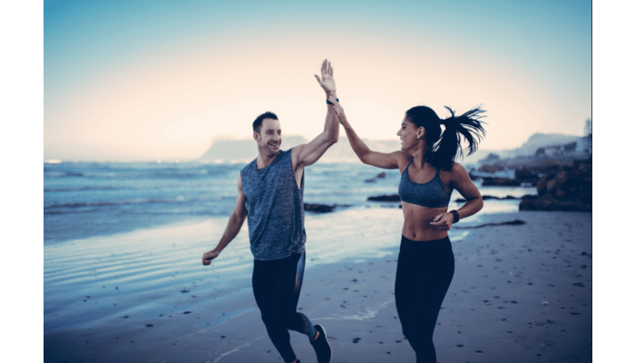 Couple running on the beach | DNAfit Blog