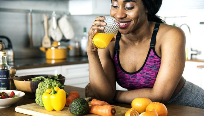 Woman prepares food after gym | DNAfit Blog