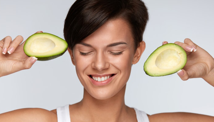 Woman holding two avocados | DNAfit Blog
