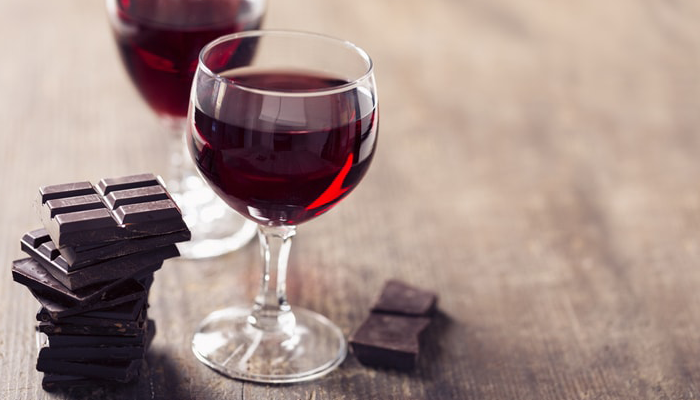 Dark chocolate and red wine on a table | DNAfit Blog
