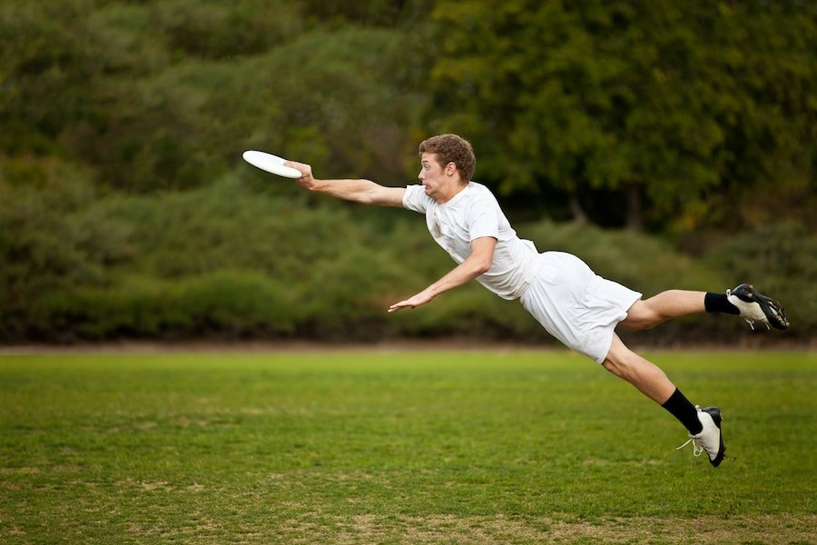 Young man leaping for frisbee | DNAfit Blog