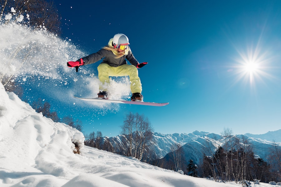 Young lady snowboarding | DNAfit Blog