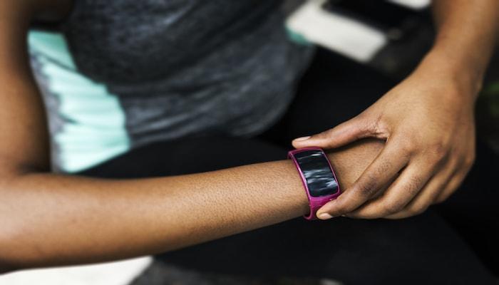 Fitness tracker on arm | DNAfit Blog