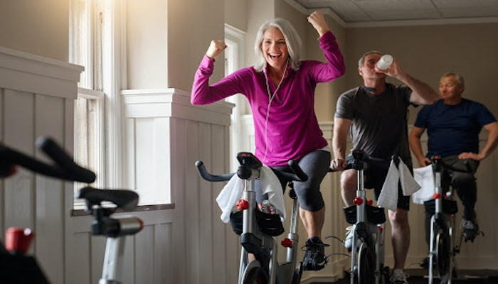 People on spinning bikes | DNAfit Blog