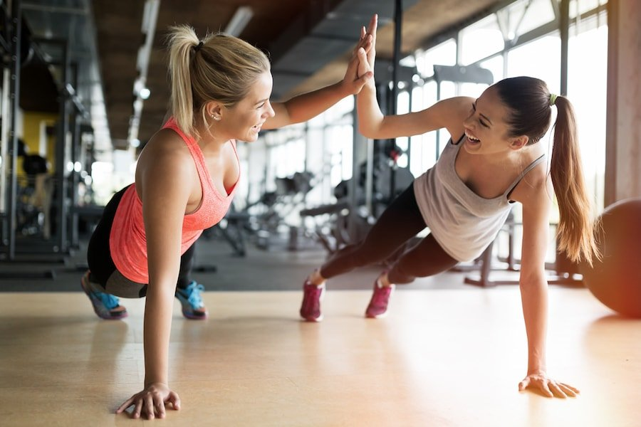Beautiful women working out in gym | DNAfit Blog