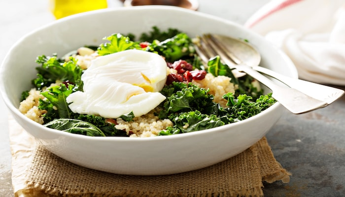Quinoa bowl with poached eggs | DNAfit Blog