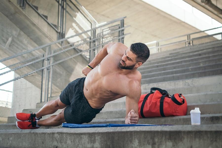 Yoga side plank | DNAfit Blog