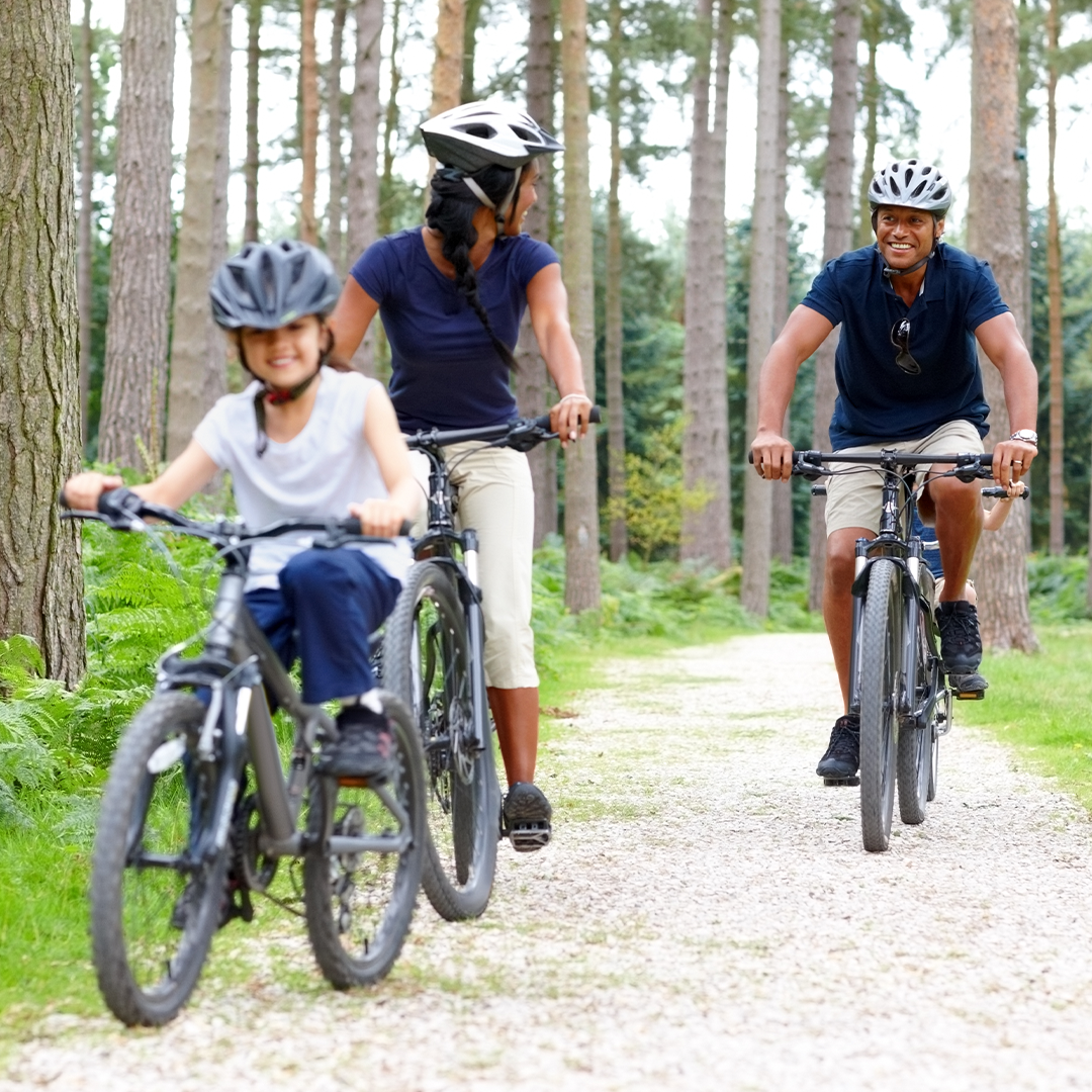 Family cycling_1