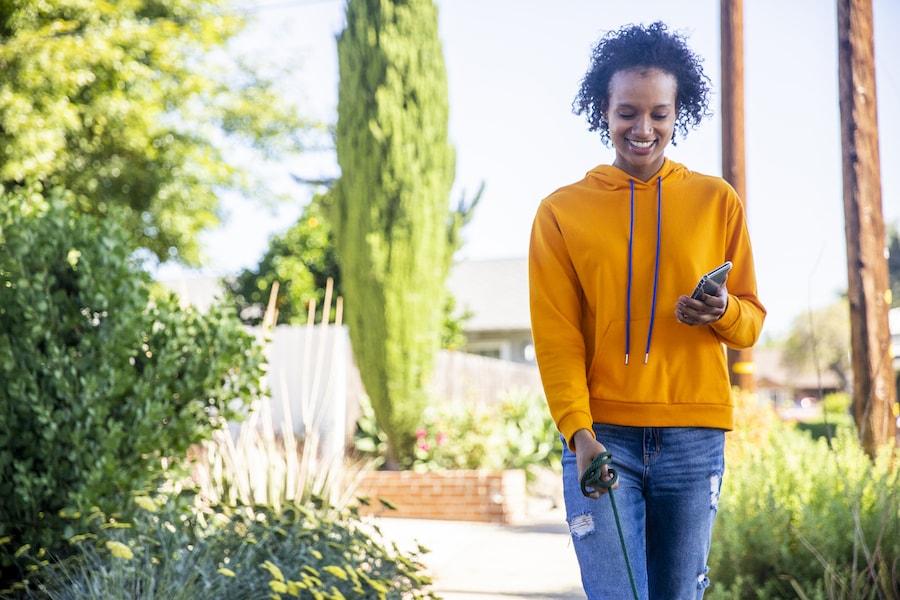 Woman walking at the park | DNAfit Blog
