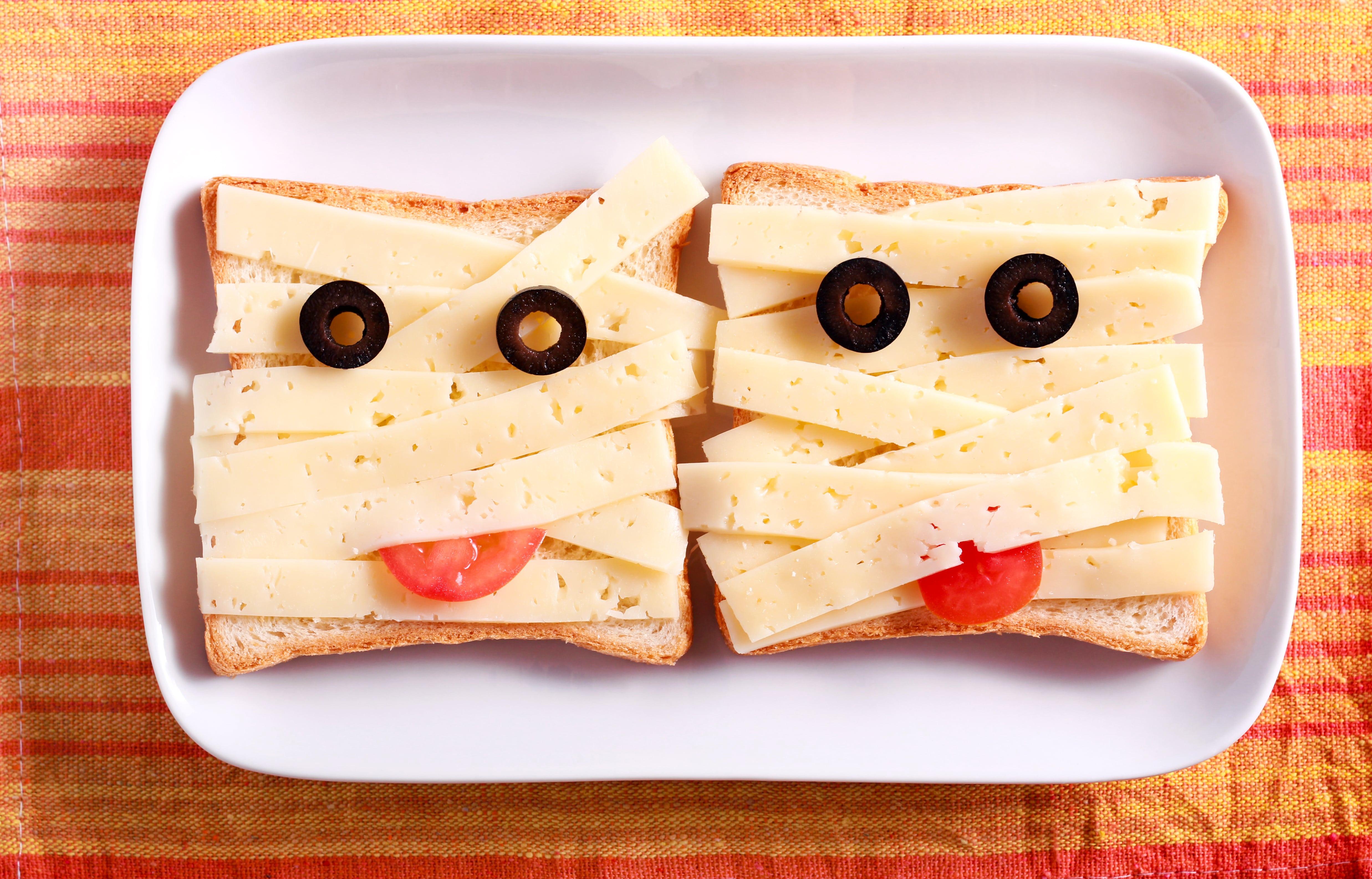 Halloween treat mummy toast | DNAfit Blog